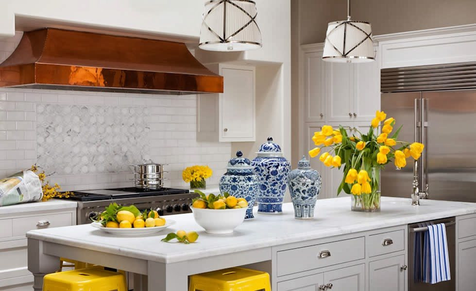 25 Classic White Kitchens with Blue & White Accessories ...