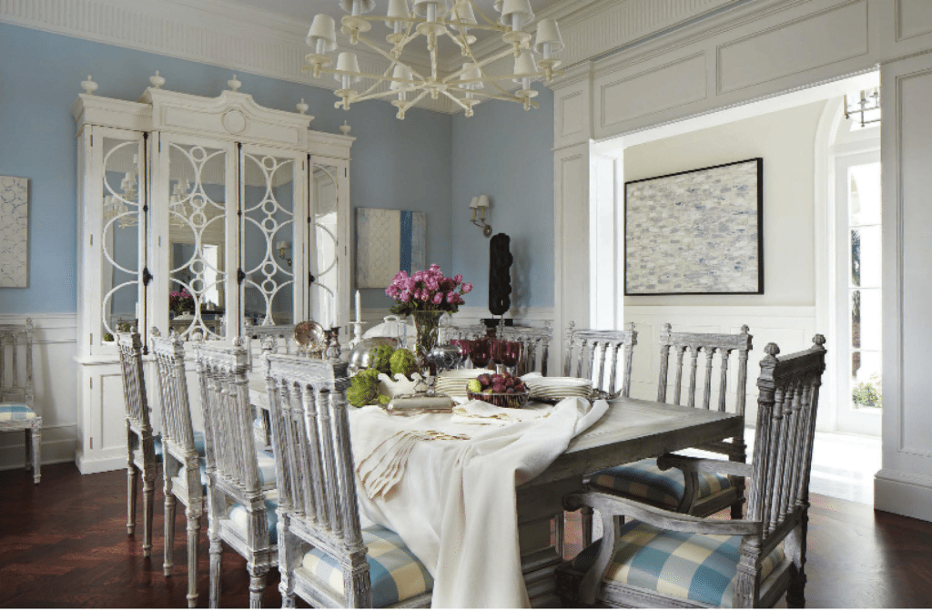A blue and white regency bermuda in palm beach the glam pad for Glam dining room ideas