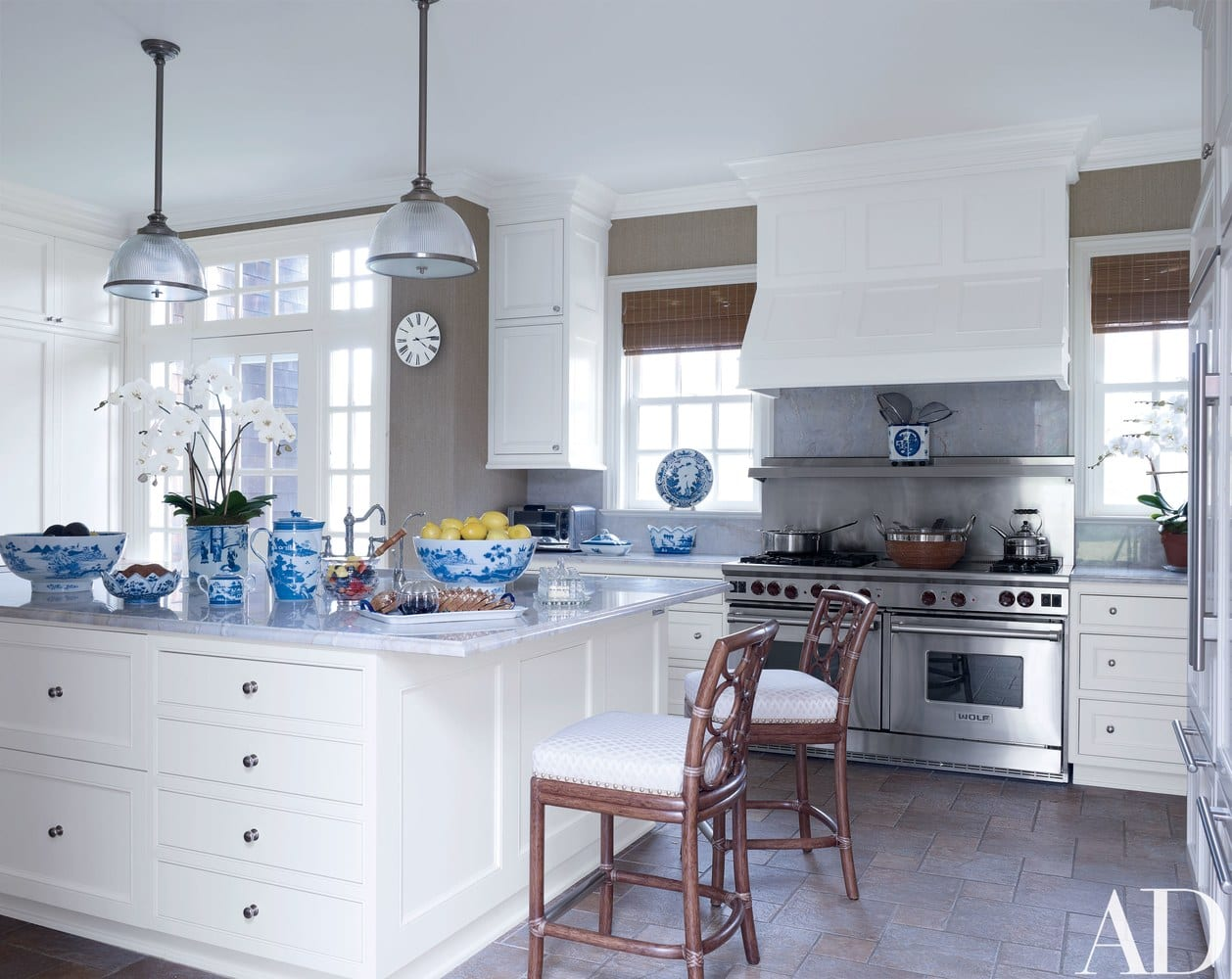 White Marble Kitchen Blue Chinoiserie Porcelain Accents The Glam Pad