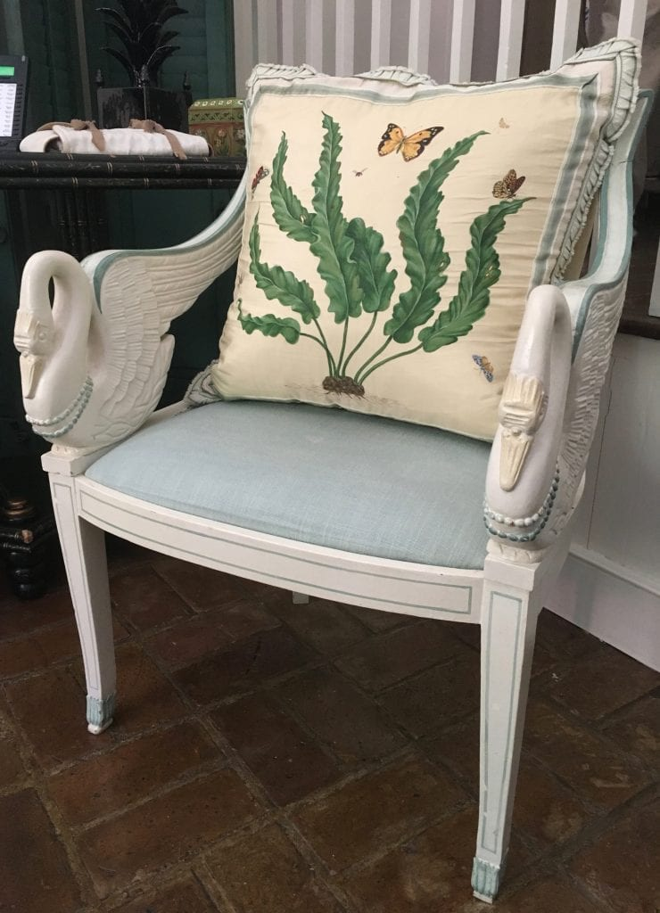 isaac-jenkins-mikell-house-luzanne-otte-carriage-properties-after-mario-buatta-patricia-altschul-architectural-digest-hand-painted-silk-pillows-george-oakes