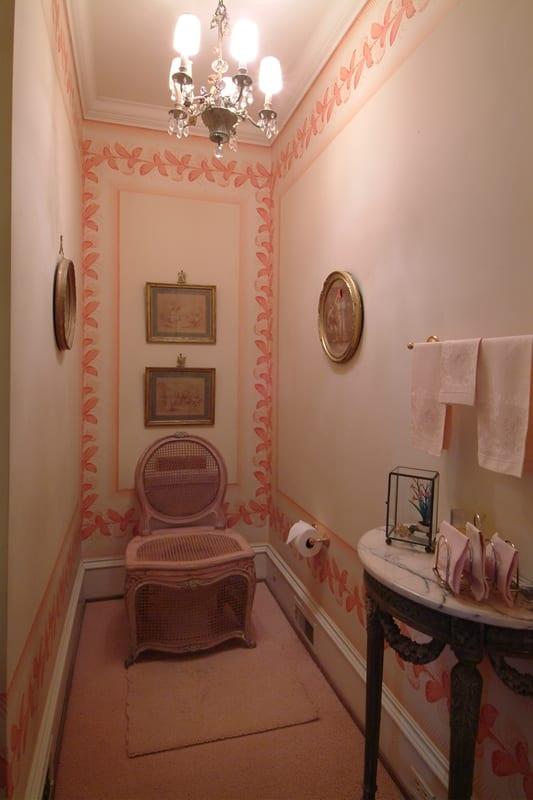 chaise-percee-otto-zenke-powder-room