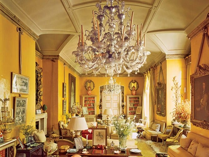aesthete-living-rooms-nancy-lancaster-london-drawing-room-mario-buatta-patricia-altschul-new-york-interior-design-avery-row-colefax-and-fowler