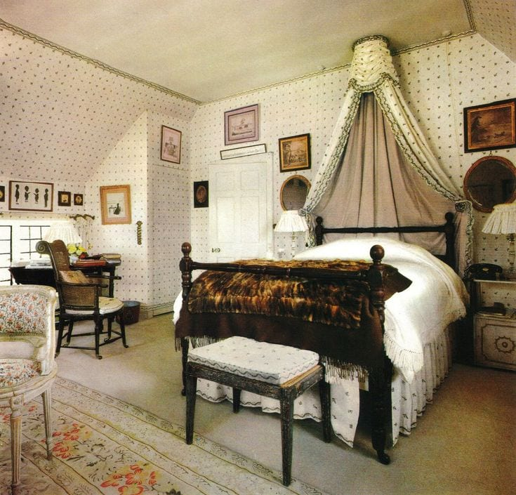 nancy-lancaster-canopy-tester-bed-silhouettes