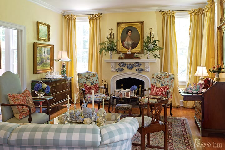 elegant-traditional-formal-living-room-southern-style