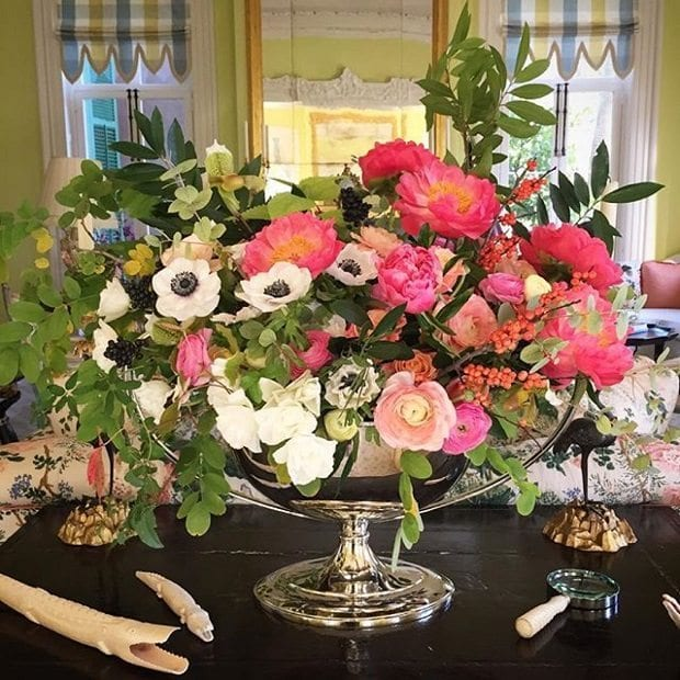 patricia-altschul-luzanne-otte-isaac-jenkins-mikell-house-charleston-floral-arrangement-alligator-stems