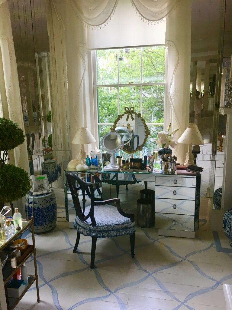 patricia-altschul-luzanne-otte-isaac-jenkins-mikell-house-charleston-mario-buatta-mirrored-vanity