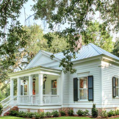 An Elegant 800-Square-Foot Cottage