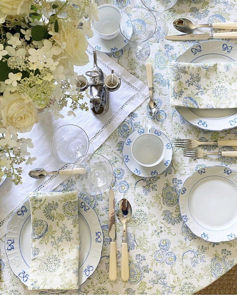 Jenny Bohannon, Tallwood Country House, blue white, floral arrangement, tablescape, Vista Alegre china