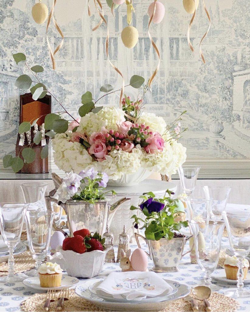 Jenny Bohannon, Tallwood Country House, blue white toile, floral arrangement, tablescape